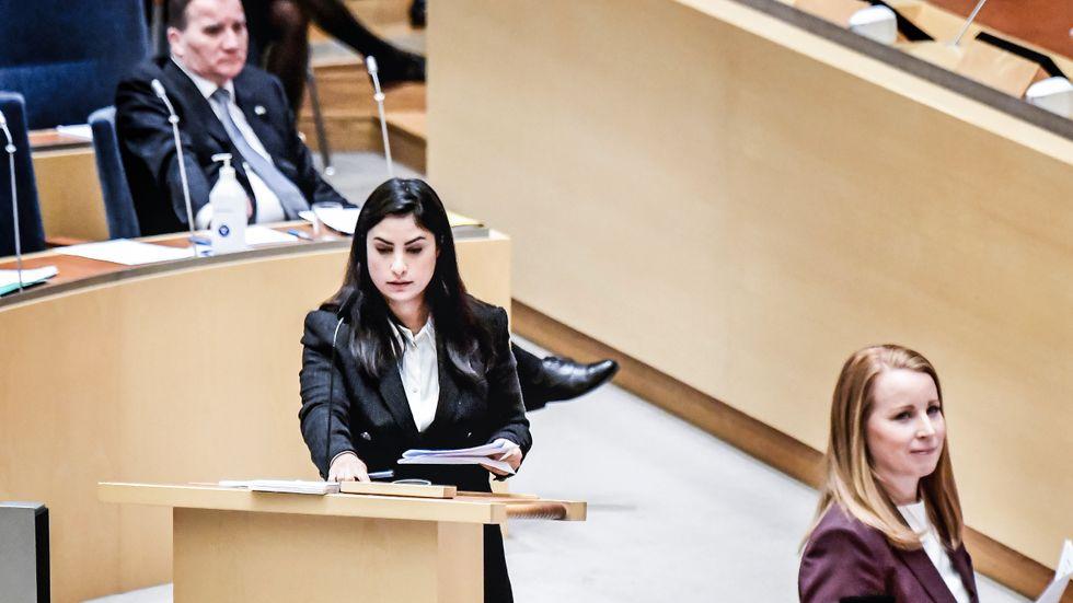 Vänsterpartiets partiledare Nooshi Dadgostar i riksdagen.