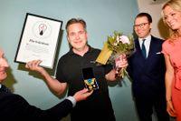 Vinnaren Pär Svärdson. Till vänster Carnegies vd Björn Jansson och till höger prins Daniel samt SvD:s reporter Carolina Neurath.