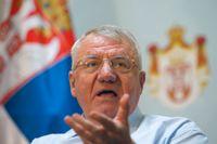 Serbiske extremnationalisten Vojislav Seselj under en presskonferens i december i fjol. Arkivbild.