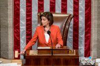 Demokraternas talman Nancy Pelosi inför omröstningen.
