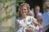 Prinsessan Madeleine barnboksdebuterar. Här syns hon med prinsessan Adrienne vid Drottningholms slott. Arkivbild.