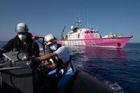 Räddningsfartyget Louise Michel har finansierats av konstnären Banksy.