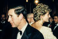 Kronprins Charles och hans hustru Diana vid en mottagning 1992.