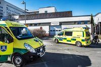 Amulanser utanför akuten på Söödersjukhuset i Stockholm.
