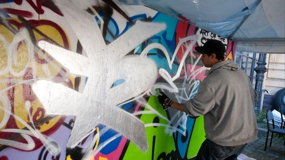 På Riksteaterns Art of the streets i Stockholm, har deltagare  kunnat spreja graffiti.