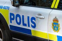 Polis fick krossa en ruta för att hjälpa ut ett spädbarn ur en varm, låst bil. Arkivbild.