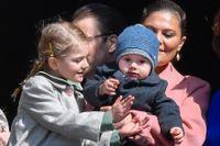 Prinsessan Estelle med lillebror Oscar.