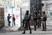 Israelisk gränspolis vid en vägspärr mellan Jerusalem och Västbanken. Bilden är från ett annat tillfälle. Arkivbild.