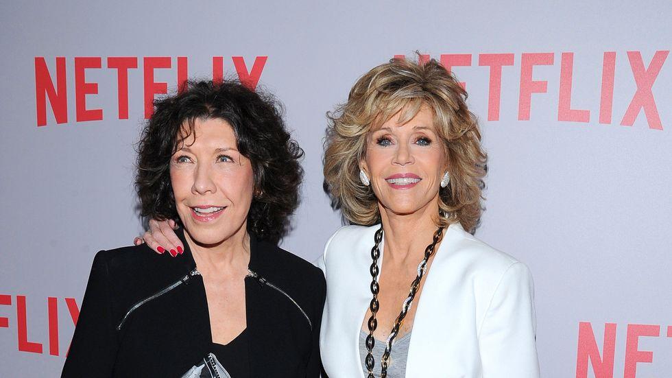 """Lily Tomlin och Jane Fonda spelar huvudrollerna i komediserien """"Grace and Frankie""""."""