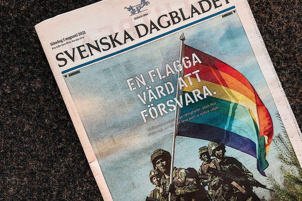 Försvarsmaktens reklamkampanj inför Prideveckan på Svenska Dagbladets förstasida.