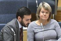 Vänsterpartiets Tony Haddou och ekonomiske talesperson Ulla Andersson (V). Arkivbild.