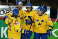Marcus Sörensen, Adrian Kempe, Mario Kempe och Jonathan Pudas firar ett av Sveriges fyra mål i segermatchen mot Storbritannien.