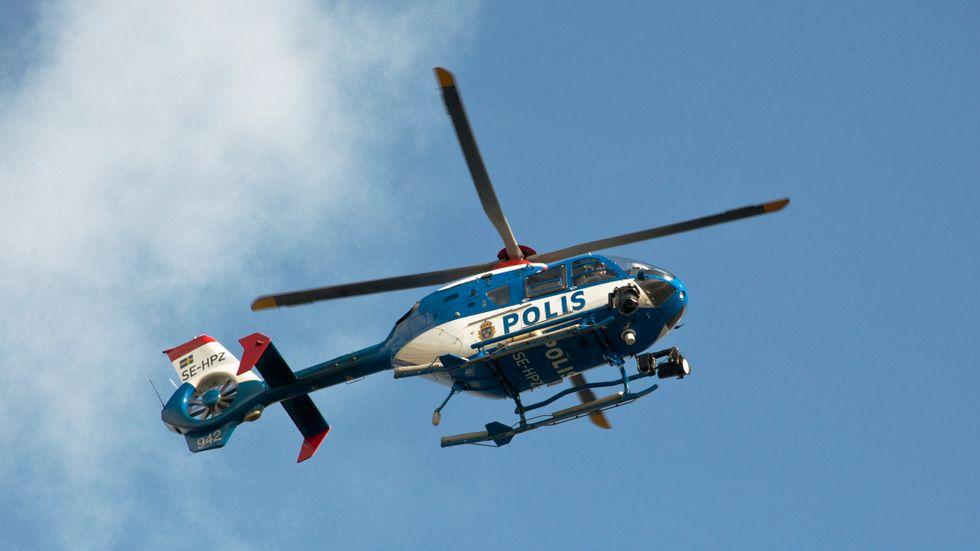Polisen sökte med helikopter efter den försvunna mannen. Arkivbild.