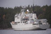 SvD:s team som är på plats på Östersjön skickade precis den här bilden på HMS Trossö. Det är ett stödfartyg (ursprungligen ett sovjetiskt forskningsfartyg) )som för med sig bland annat dricksvatten, ammunition och brännolja. HMS Trossö har 61 man i besättningen och beväpnas med kulsprutor.