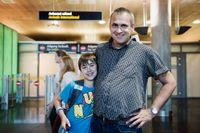 Asgeir Osnes med sonen Morten Osnes som välkomnar bekanta hem till Norge.