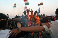 Kurdiska flyktingar i Grekland firar Newroz, det kurdiska nyåret.