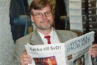 Svenska Dagbladets förre chefredaktör Hannu Olkinuora har avlidit 62 år gammal. Han var en av dem som drev igenom tabloidieringen 2001.