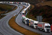 Lastbilar som köar i engelska Dover på fredagen.