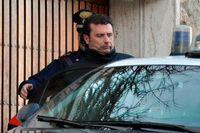 Costa Concordias kapten Francesco Schettino tas om hand av polis. Han misstänks för en rad brott.
