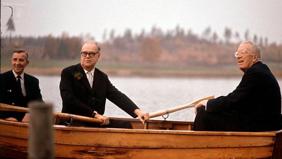 Tage Erlander och Gustav VI Adolf i Harpsundsekan 1969.