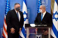 USA:s utrikesminister Mike Pompeo (vänster) och Israels premiärminister Benjamin Netanyahu efter deras möte i Jerusalem under måndagen.