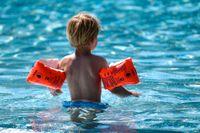 Ny app ska hjälpa vuxna att hålla uppsikt över barn när de badar. Arkivbild.