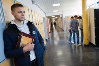 """Bartlomiej Klonowski, elev på Rudbeckskolan, påpekar att det inte heller är lätt för lärarna. """"När jobbet blir svårare för dem blir det svårare för oss"""", säger han."""