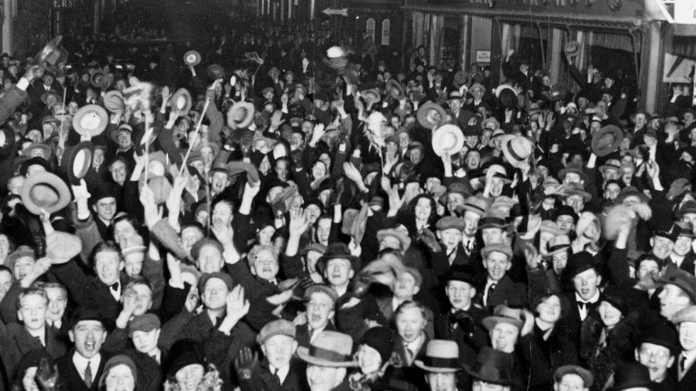 Nyårsfirande på Drottninggatan i Stockholm den 1 januari 1931.