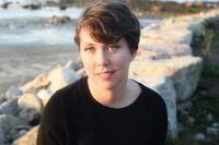 """Kristen Roupenian (född 1981) har en doktorsexamen i litteratur från Harvard. Med novellen """"Kattmänniska"""" slog hon igenom stort i tidskriften The New Yorker 2017. Nu har HBO också köpt rättigheterna till den nya boken."""