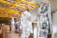 Textilbranschen stod öppen för judar i Sverige. Många judiska herrekiperingsbutiker växte fram i svenska städer omkring år 1900.