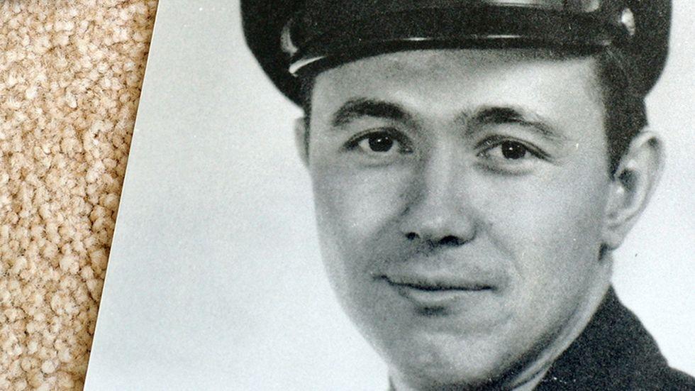 """Theodore """"Dutch"""" Van Kirk, den siste överlevande av besättningen som släppte USA:s atombomb över den japanska staden Hiroshima."""
