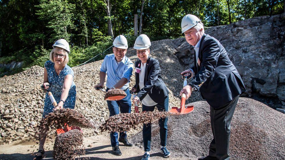 Första spadtagen till Västlänken. Importerad cement ställer infrastruktursatsningen Västlänken utanför den potentiella cementkrisen.