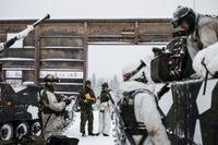 Svenska soldater under övningen Vintersol genomfördes 5-10 februari 2016 med fokus på anfall- och fördröjningsstrid i vintermiljö.