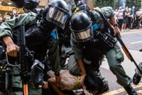 Under onsdagens protester i Hongkong greps över 300 demonstranter.