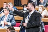 Fängelsedömd nynazist får behålla EU-lön