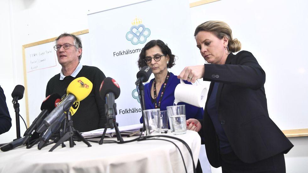 Statsepidemiolog Anders Tegnell, och Anneli Bergholm Söder, chef för operativa avdelningen MSB, och Johanna Sandwall krisberedskapschef på Socialstyrelsen vid Folkhälsomyndighetens pressträff på torsdagen.
