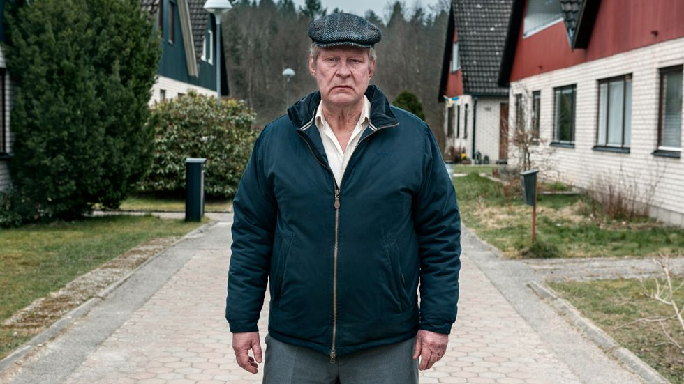 Rolf Lassgård som grannarnas skräck.