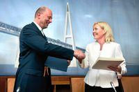 Carina Christensen till höger. I samband med invigningen av ett dansk-tyskt brobygge