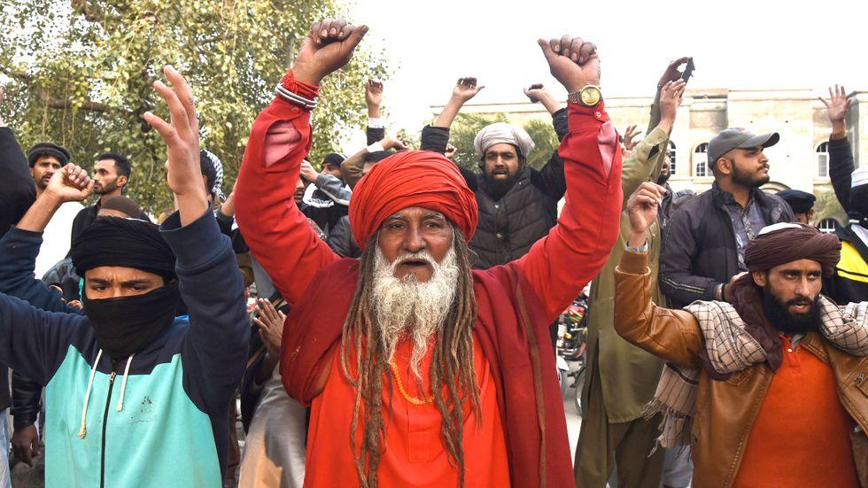 Muslimer i Lahore, Pakistan, protesterar mot frikännandet av en kristen kvinna som åtalats för hädelse.