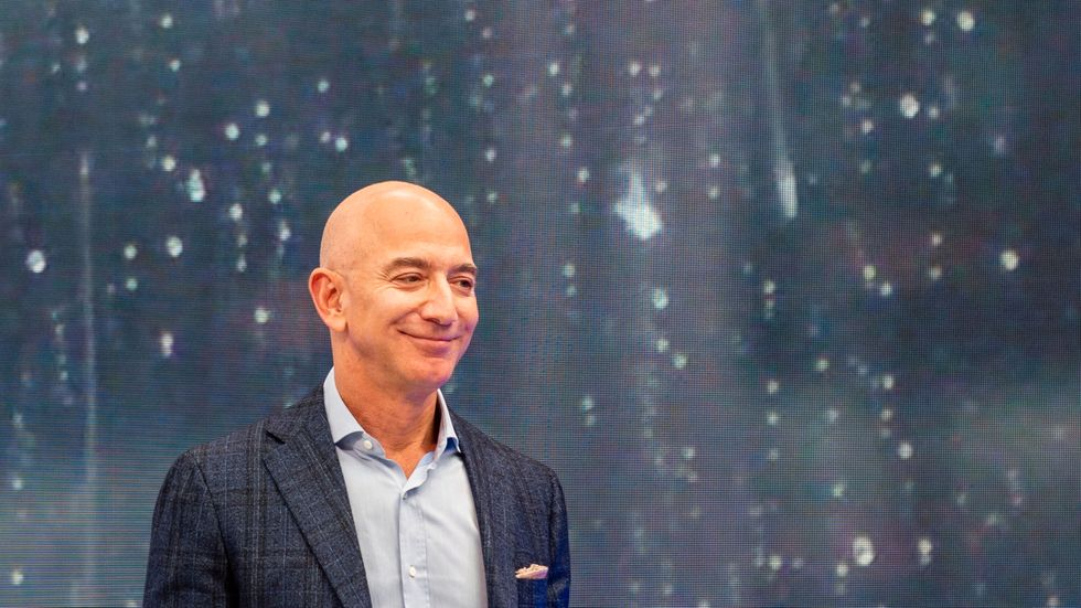 Amazons grundare Jeff Bezos är världens rikaste man.