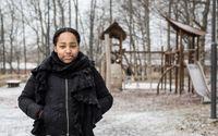 Betty, 18 år, uppvuxen i Norsborg. Här i barndomens bästa lekpark.