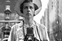 Självporträtt av Vivian Maier (beskuret).