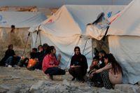Tusentals syrier har flytt undan Turkiets offensiv och befinner sig i flyktingläger i Irak, enligt FN.
