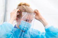 Många inom vården som skött provtagning av covid-19 har använt visir. Arkivbild.