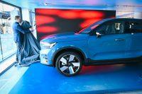 Volvos nya elbil C40 har inga direkta utsläpp av koldioxid men tillverkningen av stål och annat till bilen ger betydande utsläpp. Arkivbild.