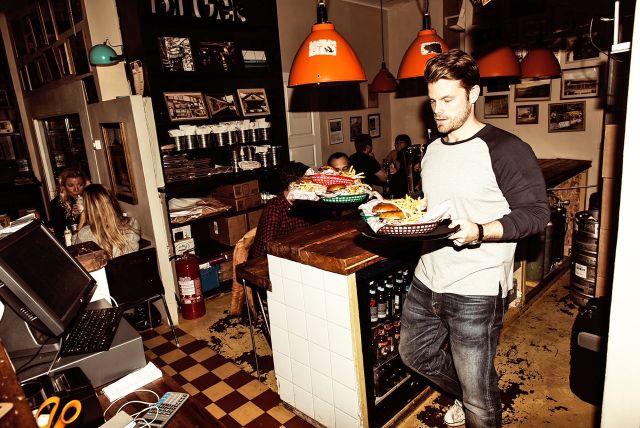 Flippin' Burgers öppnade 2012 och var först i Sverige med att sätta hamburgaren på finmatskartan.