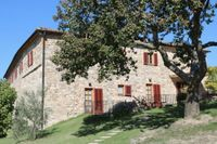 Sedan 2013 driver familjen Thomaeus vingården MonteRosola i Toscana.