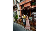 Många bröllopspar vill bli fotograferade på gatan Soi Rommane.