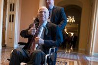 Senator John McCain efter ett möte i kongressen i december förra året.