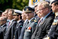 Kung Carl XVI Gustaf bestämmer hur pengarna ska fördelas inom familjen.